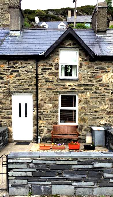 Cozy Miners Terraced Cottage - Tanygrisiau