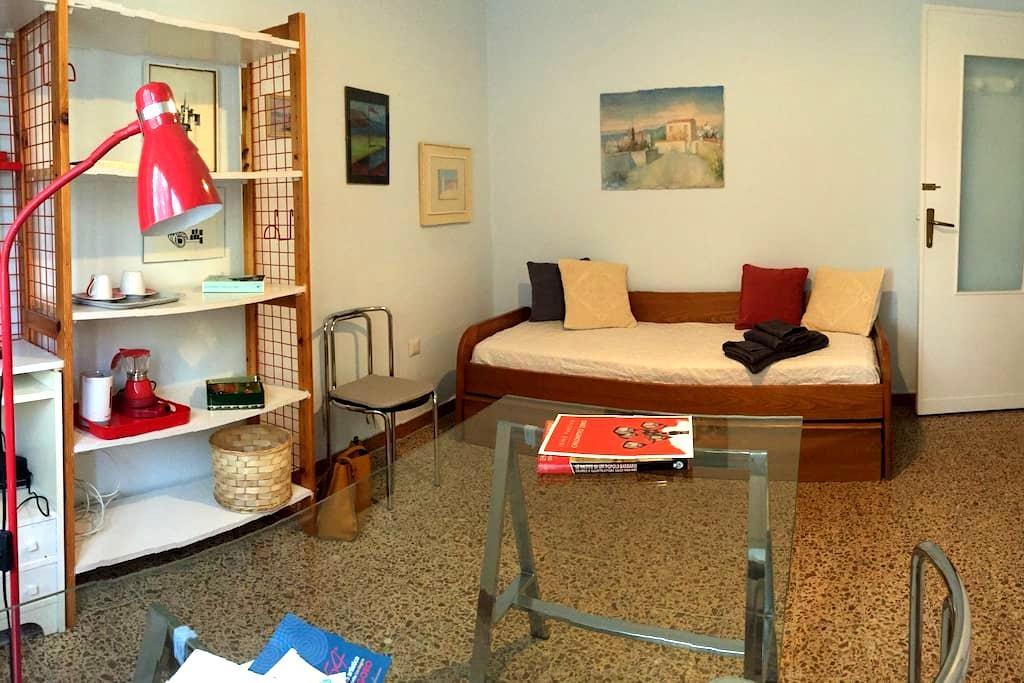 La Casa dell'Artista-camera con bagno privato - Sassari - House