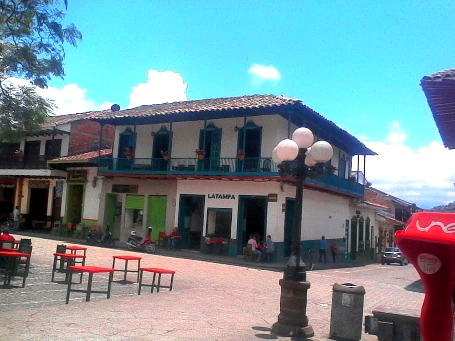 Hostel Jardín ECOTOURS, el balcón con mejor vista - Jardín - Σπίτι