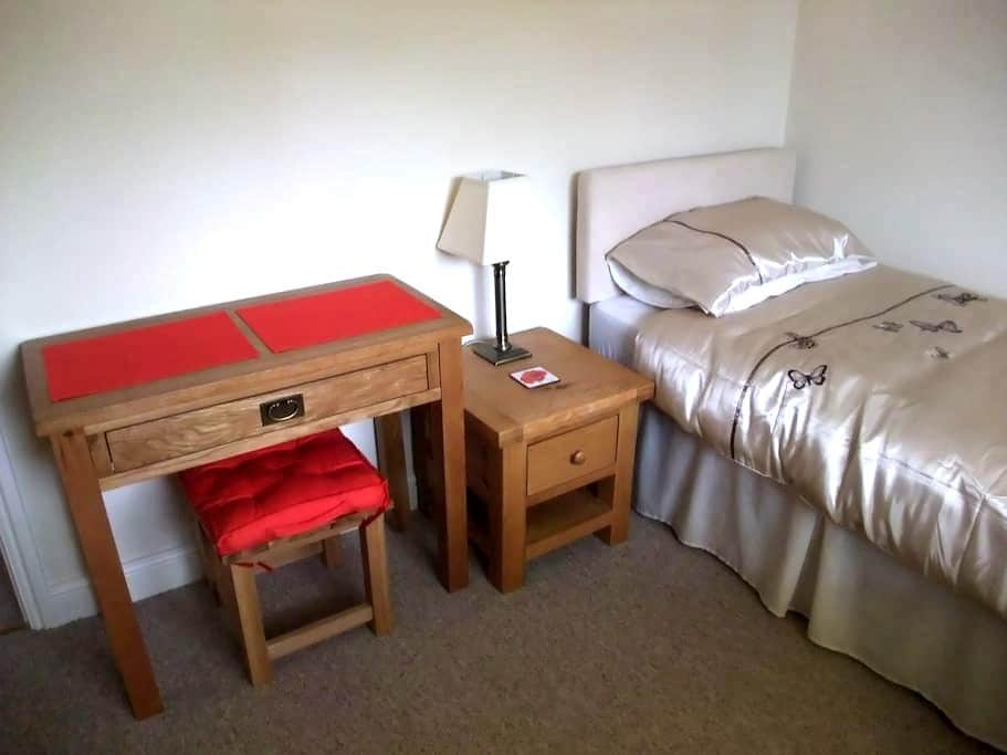 Single Bedroom with facilities. - Beck Row - Bed & Breakfast