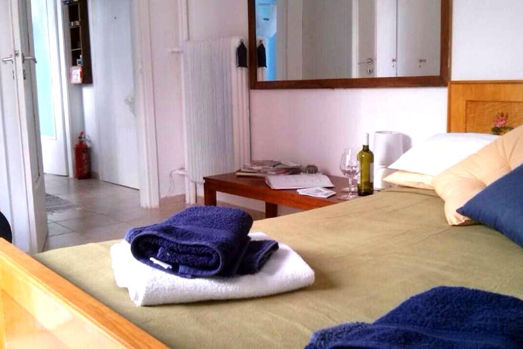 Bright cozy studio near Syngrou Av. - Kallithea