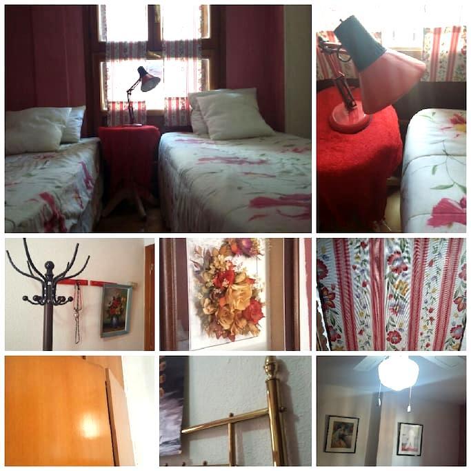 Habitación colonial - Pinto - Apto. en complejo residencial
