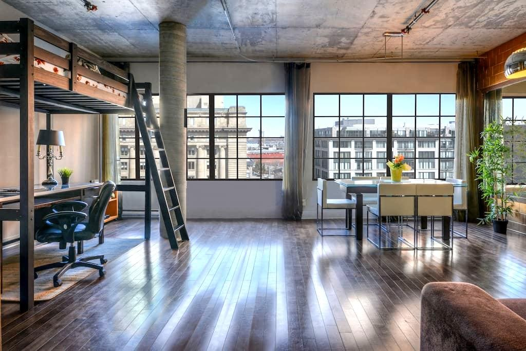 High end loft downtown/old Montreal FREE PARKING - Montréal - Loft