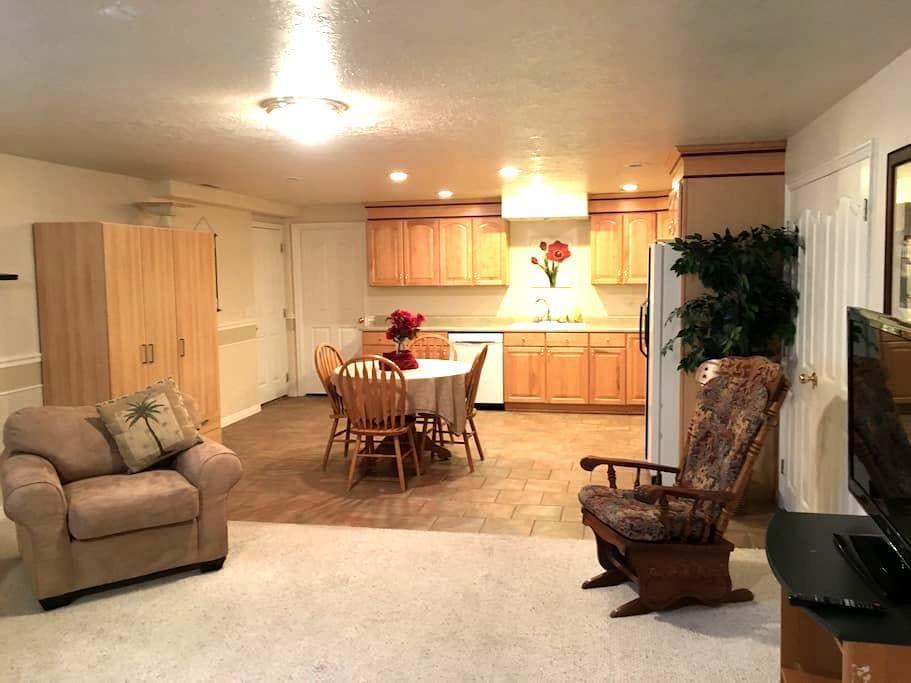 Roomy basement apartment near Thanksgiving Point - ไฮแลนด์