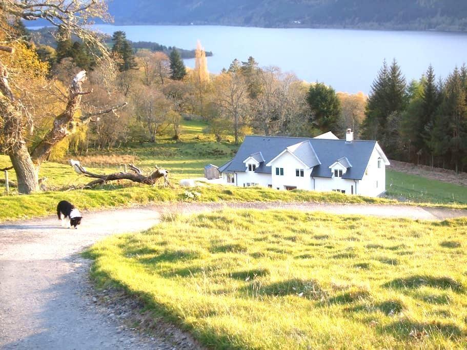 Sealladh an Loch - stunning views - Foyers - Huis