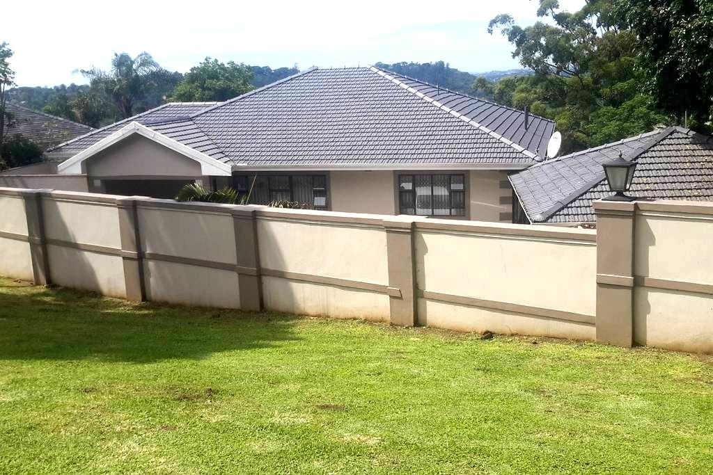 Mbuyi  Guest House - Pinetown - Pensione