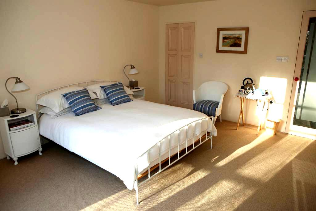 Large en-suite bedroom - Nailsworth - Huis