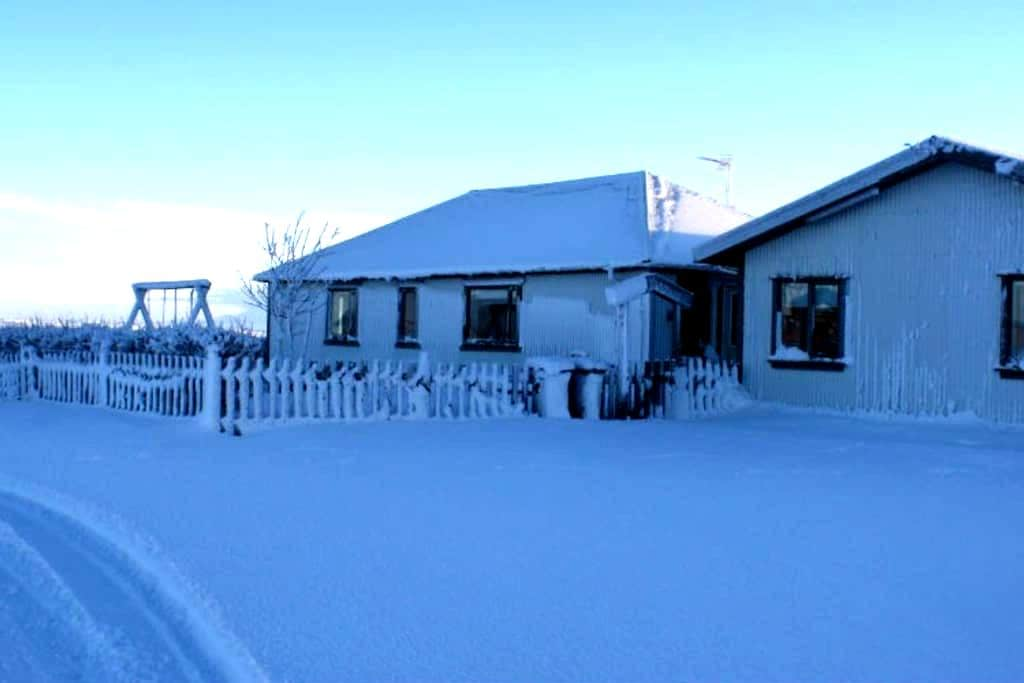 Double room with shared bathroom - Selfoss - Bed & Breakfast