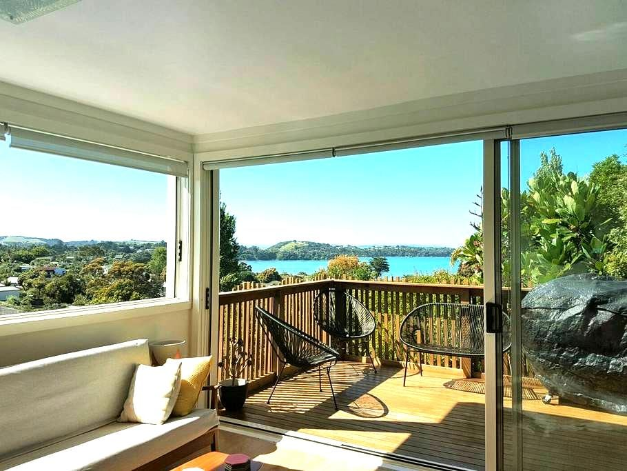 Island Life-Sunny Large Queen Room - Auckland - Ev