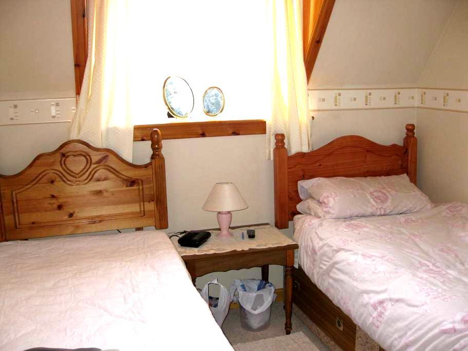 Bright Twin Room - Thurso - Huis