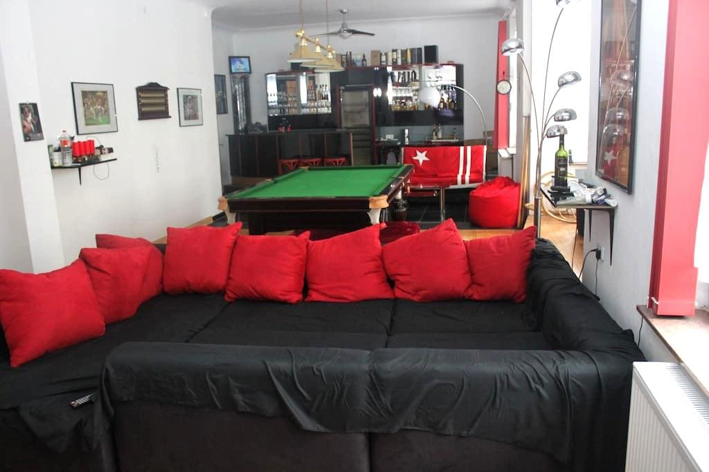 Private room in lovely 140sqm flat. - Hagen - Appartement