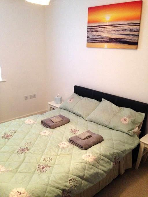 Beautiful Double bedroom -30mins to Central London - Chigwell - Dom