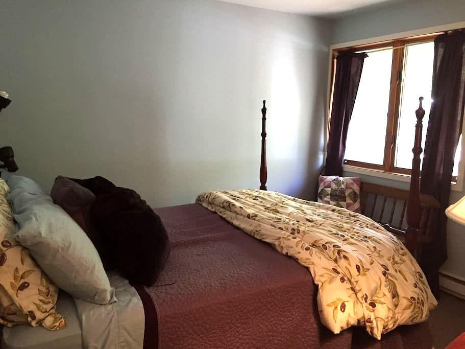 Cozy Access Rd Bedroom, Private Bath, WIFI, TV - Warren - Kondominium