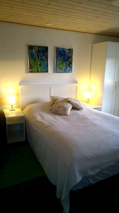 Hyggeligt værelse m. bad på landet - Brønderslev - Penzion (B&B)