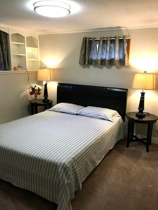 1 private BR near trains and gillette stadium - Mansfield - Huis