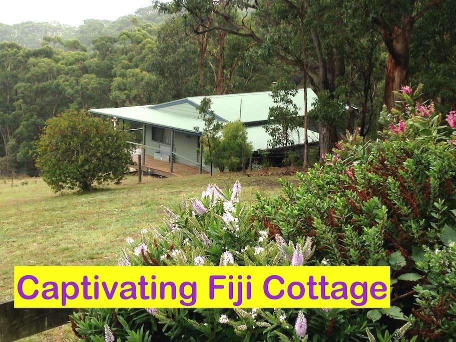 Twelve Apostles' Luxury Cottages - Wattle Hill - Cabin