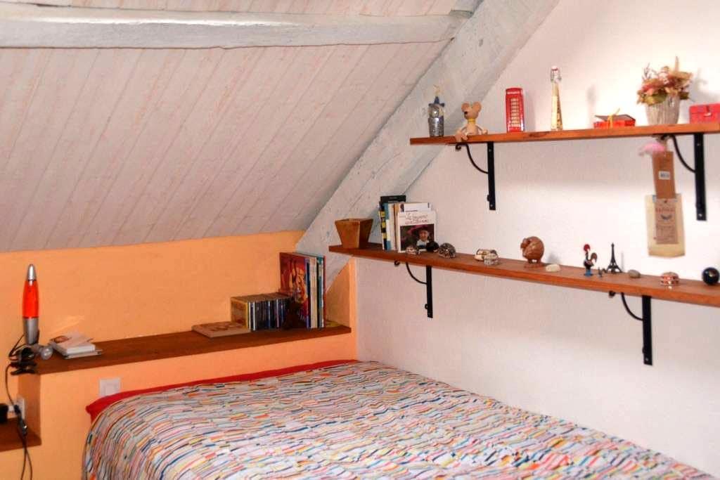 Chambre au calme de la campagne proche de la ville - Saint-Étienne-de-Montluc - House