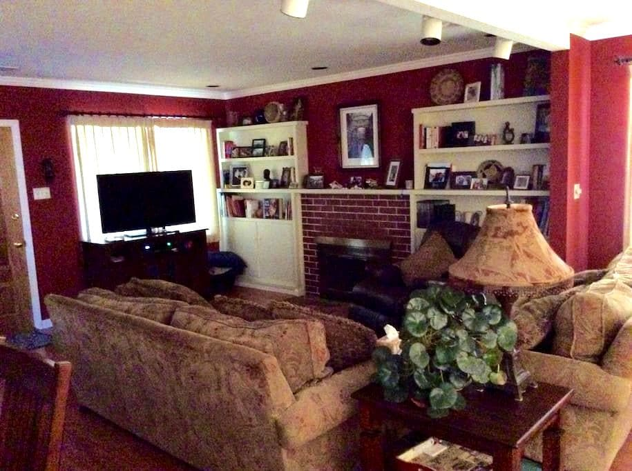 Cozy room in lovely home - Petaluma - Dom