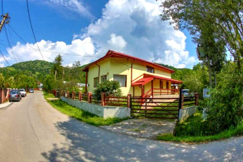 Casa Escu - Buștenari - Villa