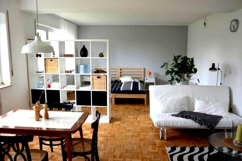 Ruhiges Appartement mit eigenem Garten nahe Bonn - Wachtberg - Apto. en complejo residencial