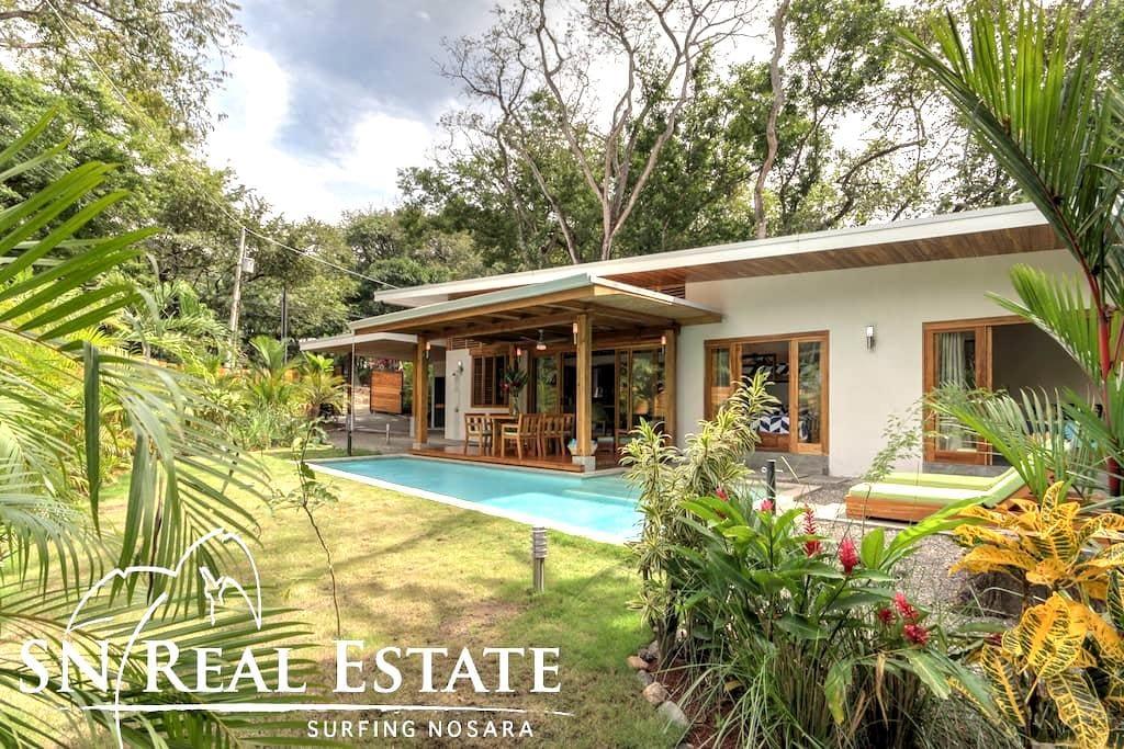 Villa Vela with Jungle Ocean Beach Only Steps Away - Playa Guiones - Huis
