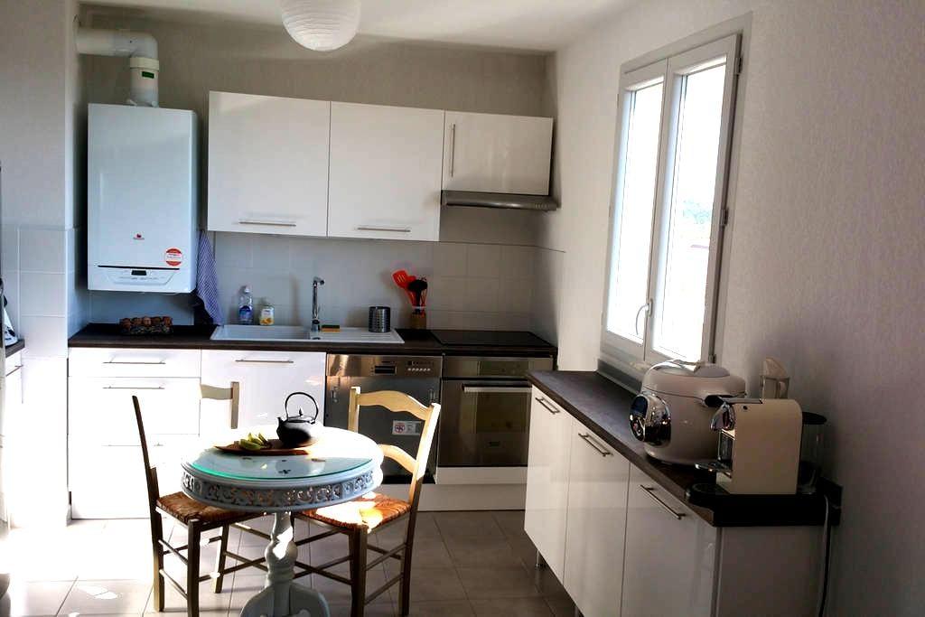 Chambre ensoleillée dans appartement neuf - Chevry - Appartement