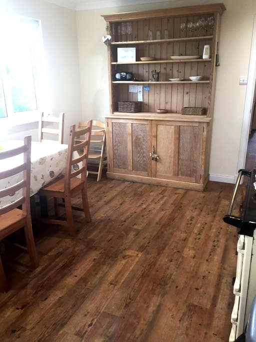 Central Location for Exploring UIST, 3 bed Cottage - Benbecula - Casa