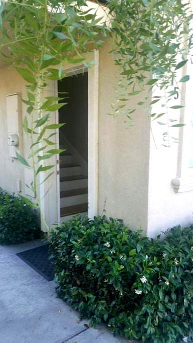 Cozy Loft in Convenient Location - Morgan Hill - Rumah