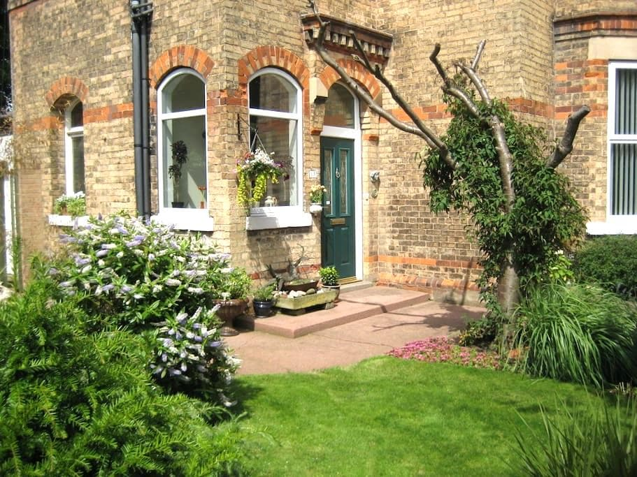 Apartment in Victorian house close to the sea - Hornsea