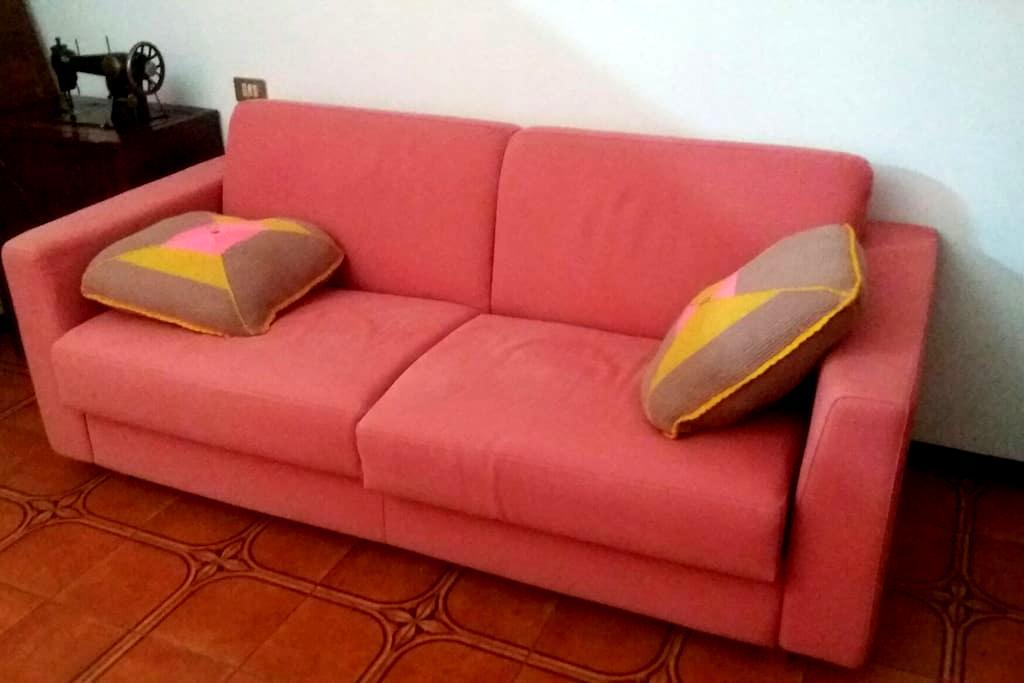 Divano letto matrimoniale e cucina - Montichiari, Lombardia, IT - House