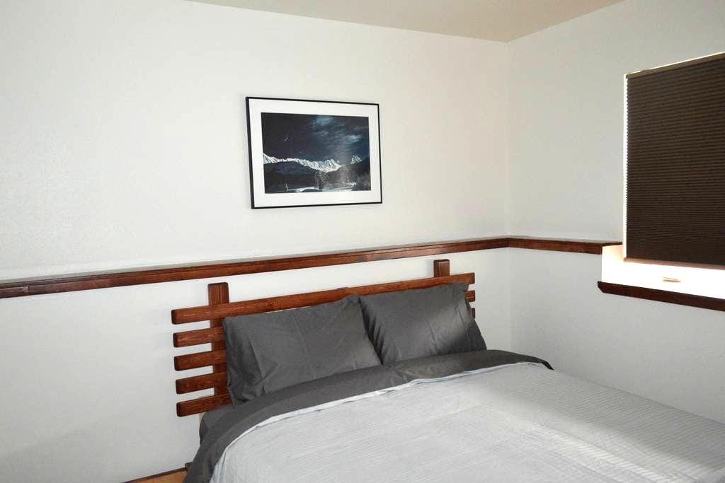 2 Bedroom Apartment in Town - Fairbanks