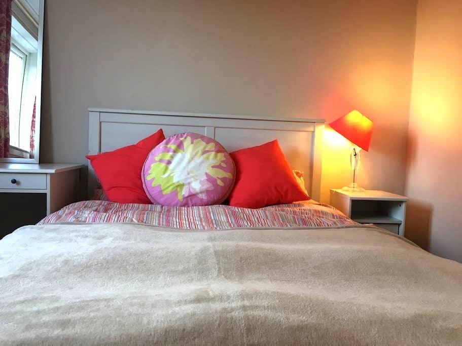 Cute, clean & fresh double room - Bearsden