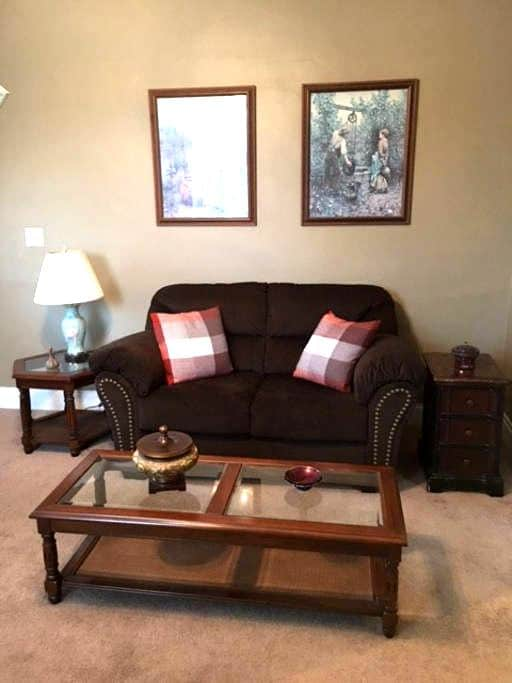 Private country setting near Hershey, Etown & HBG - Middletown - Apartment