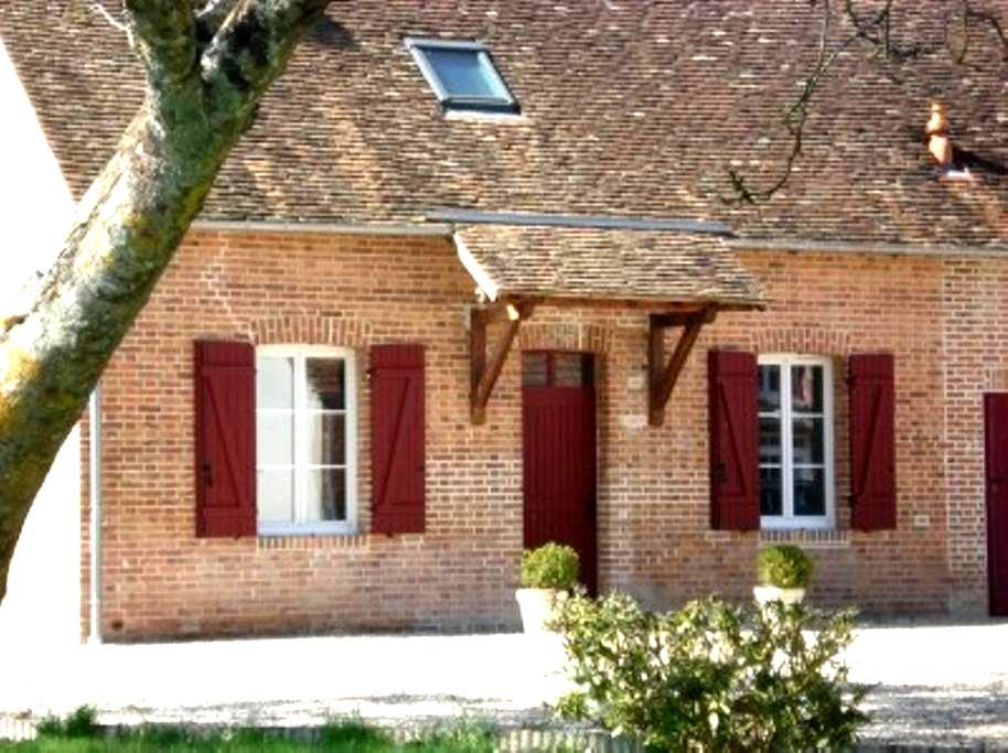GÎTE DE CHARME SOLOGNOT AU CALME - Chaumont-sur-Tharonne - Dům