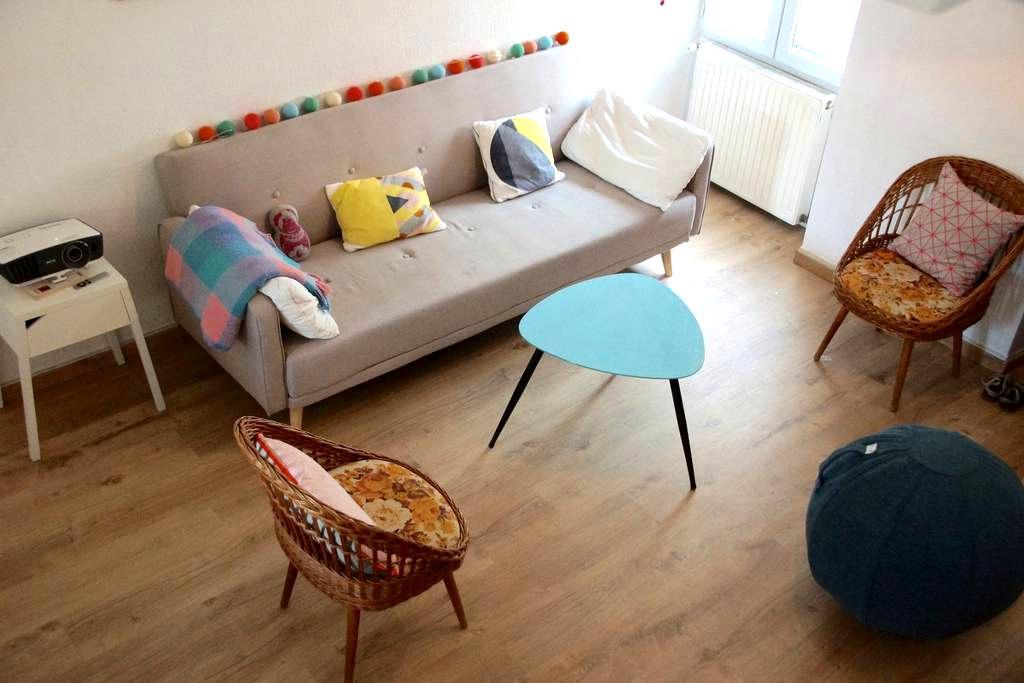 Room in a typical Bordeaux house (Bordeaux center) - บอร์กโดซ์ - บ้าน