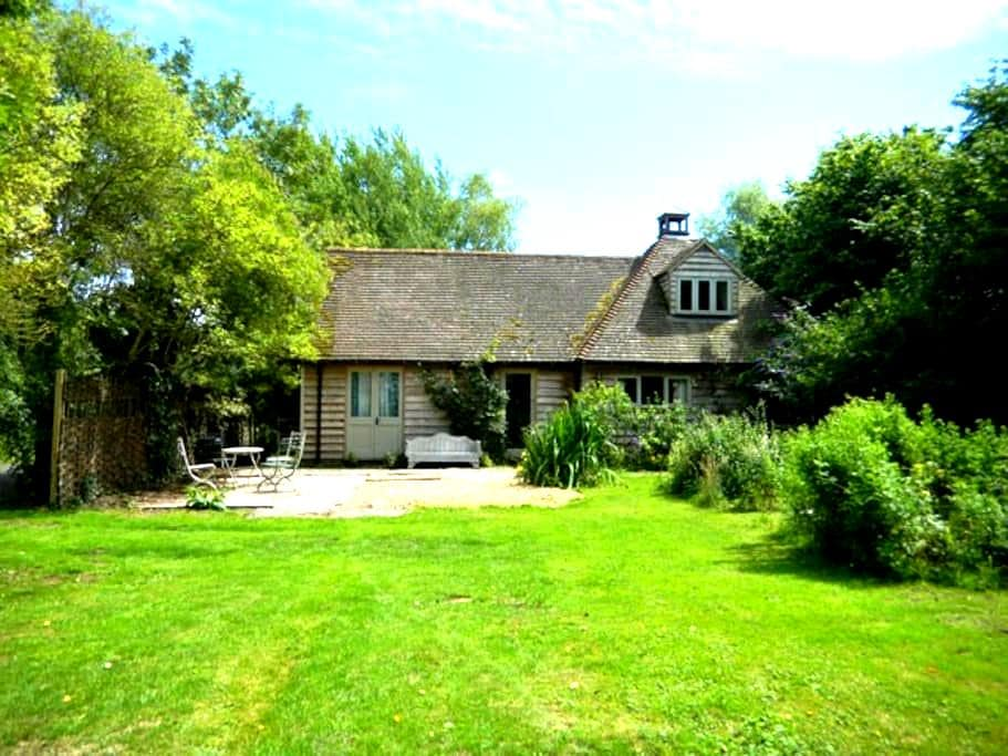 English Heritage Oak-Framed Cottage - Уэлс - Дом