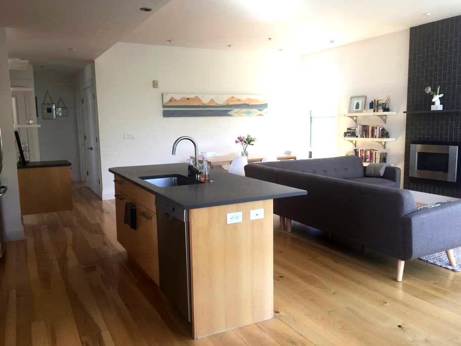 Downtown Boulder Penthouse w/ Mountain Views - Boulder - Apartament
