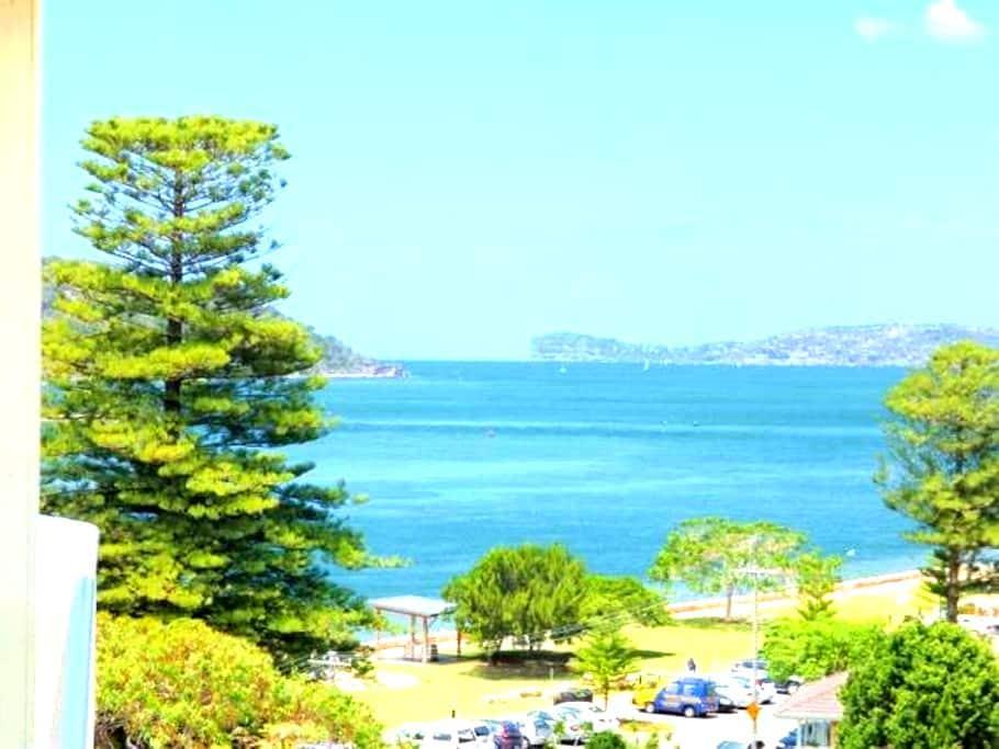 Luxury apartment on the waterfront - Ettalong Beach