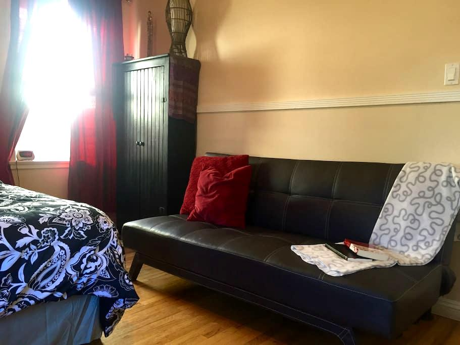 Bright, Private Room in Spacious N. Hollywood Home - Los Angeles - Huis