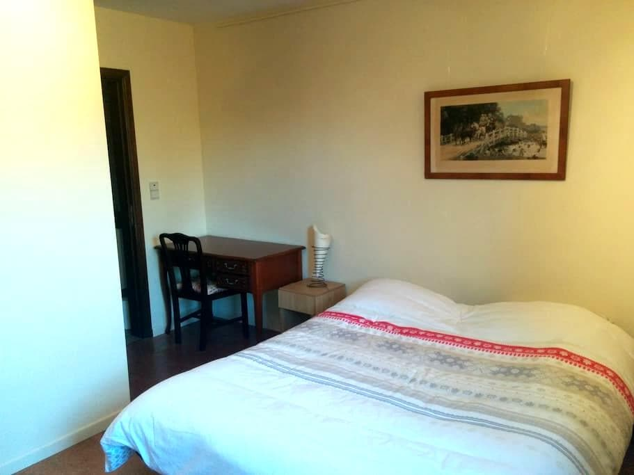 Nice room with private bathroom - Wavre - Casa
