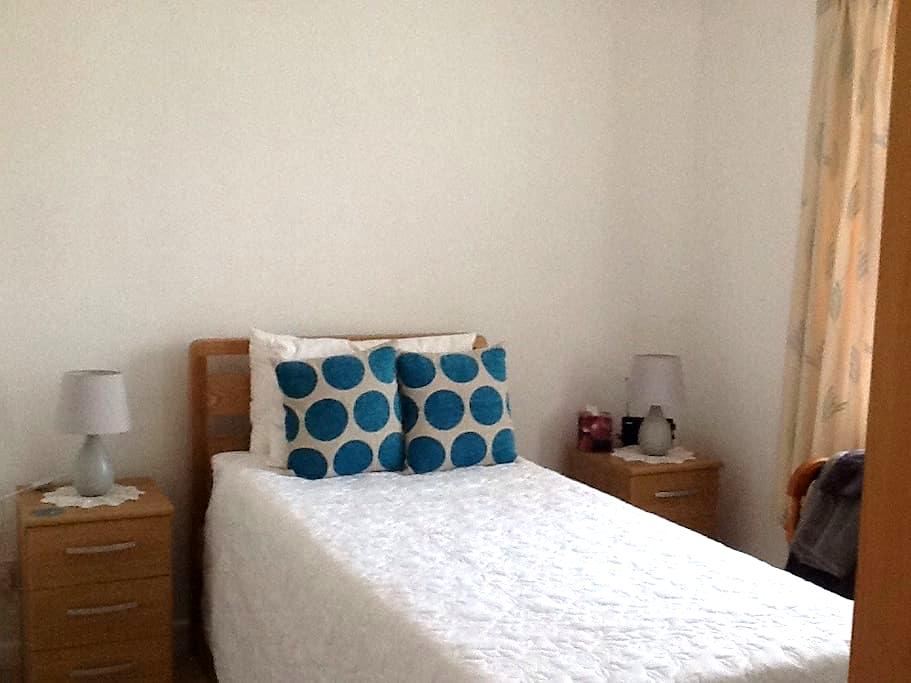 Good location, close uni & station - Exeter