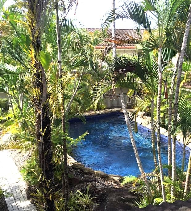 Private room, 2beds, freeWiFi. Pool - Cairns North - Townhouse