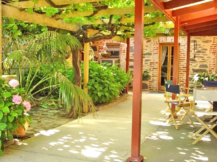 Bluebird Cottage is a relaxing 100year old cottage - Angaston