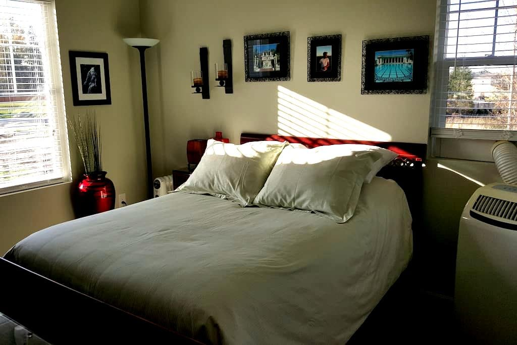 Sunny Bedroom/TV Room/Private Bath - Puyallup - House