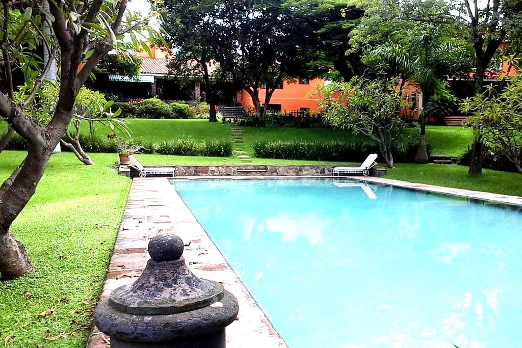 DREAM SUITE IN MAJESTIC  GATED COLONIAL VILLA! - Cuernavaca