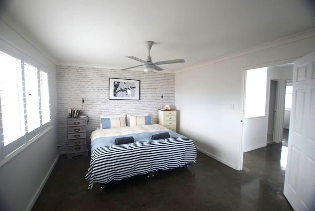 Peaceful Cottesloe Townhouse, 3bd, Leafy garden, - コテスロー - 一軒家