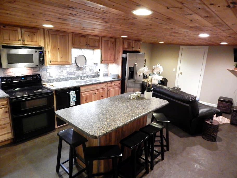 Charming upgraded 3BR/1 B daylight basement - Bluff City