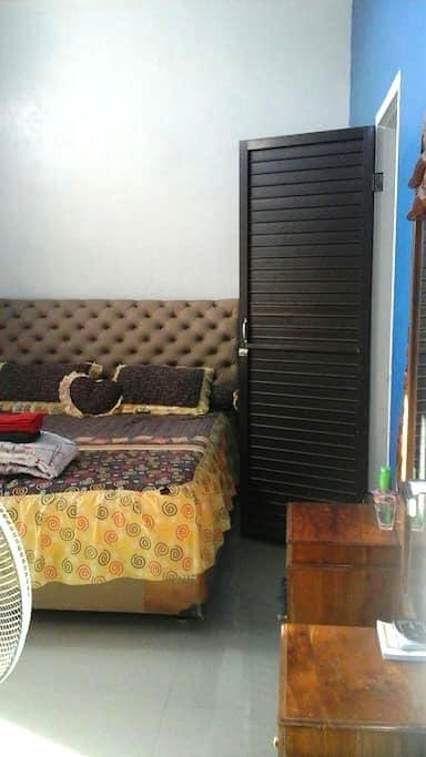 K's Room: Cozy Mountain View - Aceh Besar Regency - Casa