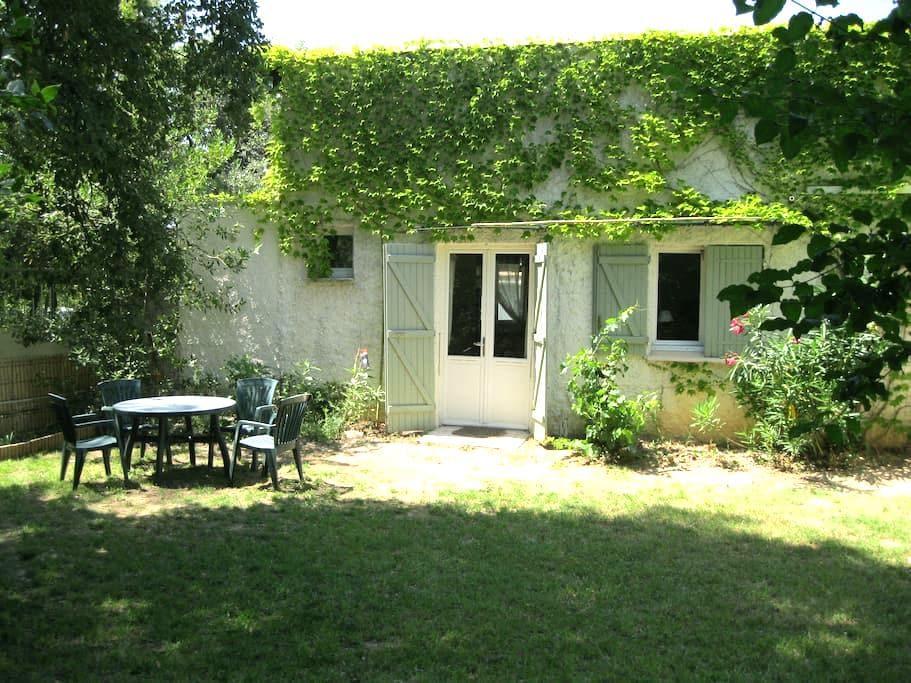 Confortable dans la campagne, sud France - Saint-Jean-de-Cornies - Casa