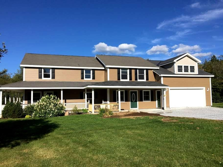 Traditional Vermont Farm House - Newly Renovated - Mount Holly - Hus